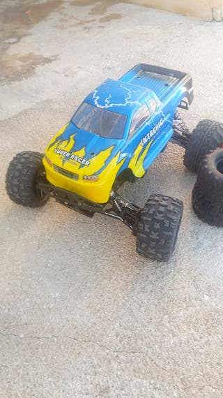 coche RC hpi escala 1/8