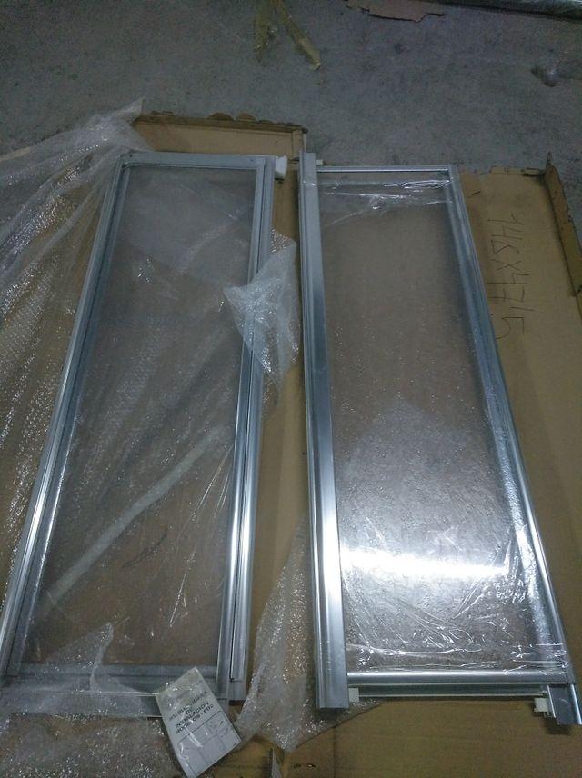 Mampara plástico y aluminio