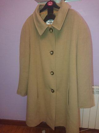 abrigo marrón arena