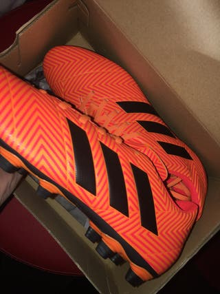 Size 9 men's Adidas football boots