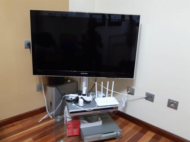 Televisión Samsung 40 pulgadas.