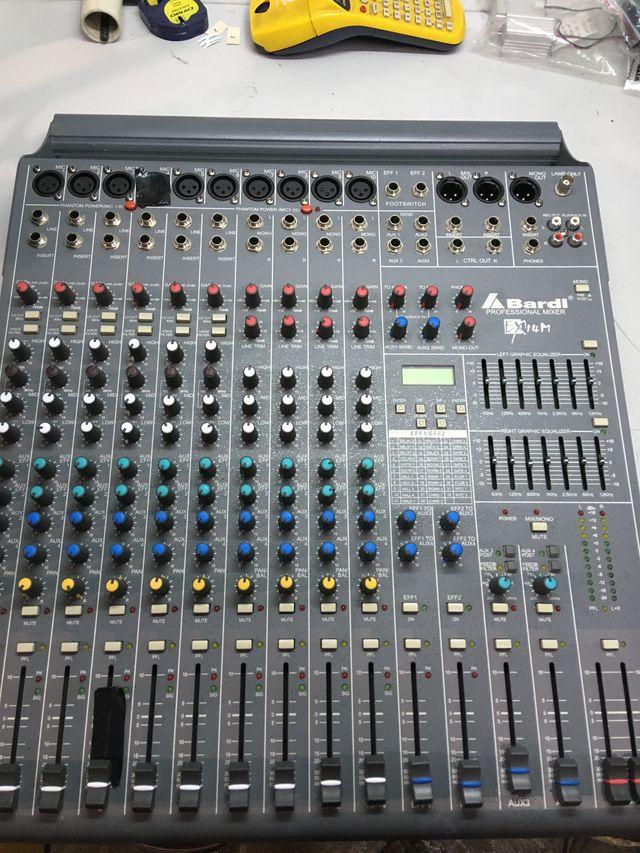 mesa de sonido BARDI EX14m