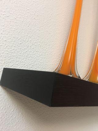 Estantes. 2 unidades .color naranja y chocolate .