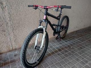 Bici de enduro/ Doble suspensión