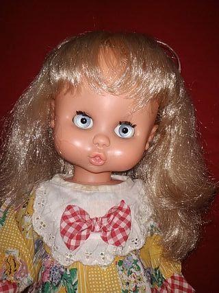 preciosa muñeca Carol de famosa divina