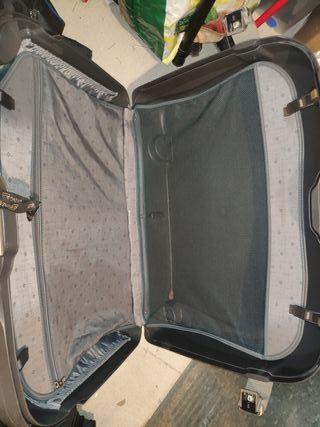 maleta rígida Samsonite con neceser rígido