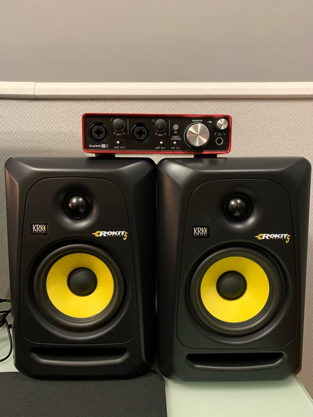 Monitores KRK ROKIT 5 G3 + focusrite 2i2