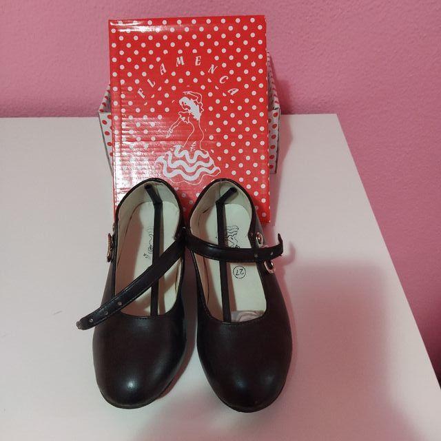 trajes gitana y zapatos