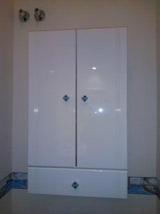 Armario de baño blanco