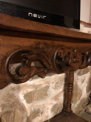 Mesa labrada a mano