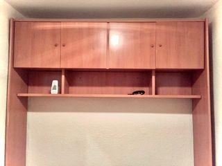 Mueble arco con armarios y estantes