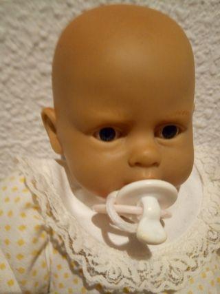 Muñeca antigua que ríe al apretarle la tripita
