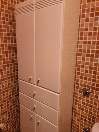 Armario de pié baño