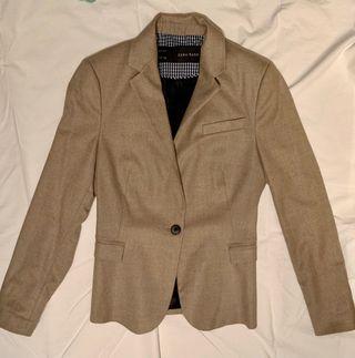 Americana marrón de Zara