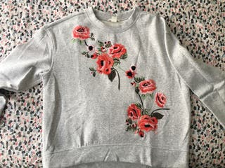 Sudadera gris flores bordadas