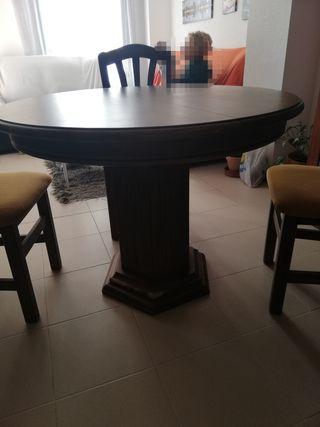Mesa y sillas salón.