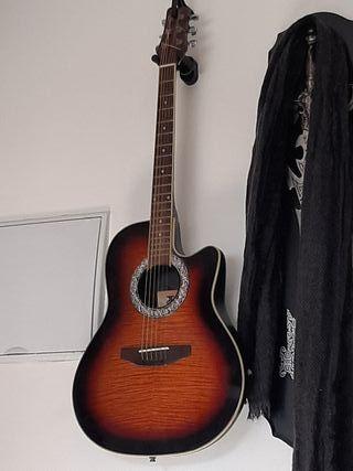 guitarra electrónica y acústica