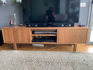 Mueble TV nogal de Ikea como nuevo