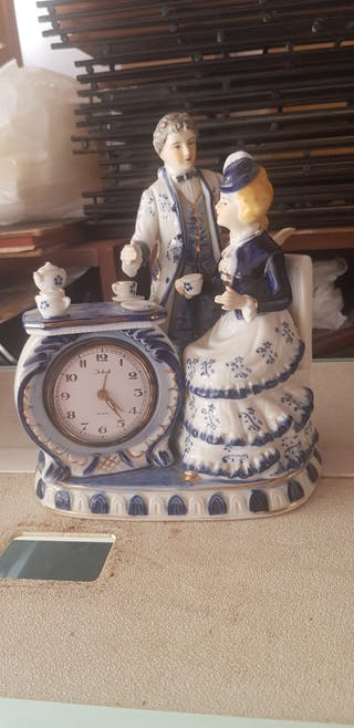 reloj y figura porcelana