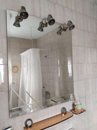 Espejo de baño antiguo