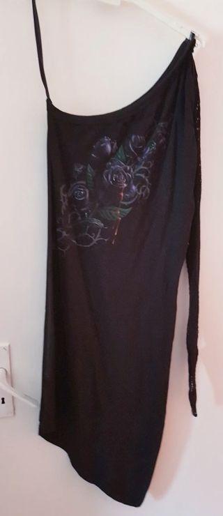 camiseta asimétrica gótica