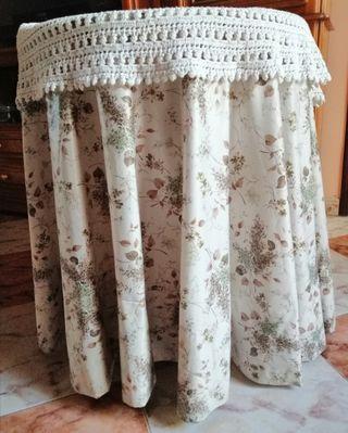mesita camilla con su ropa 60 x 70 de altura