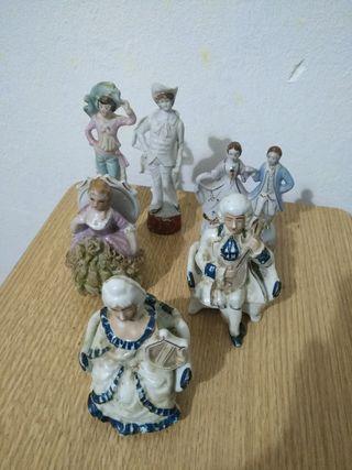 Figuras antiguas de porcelana y biscuit.