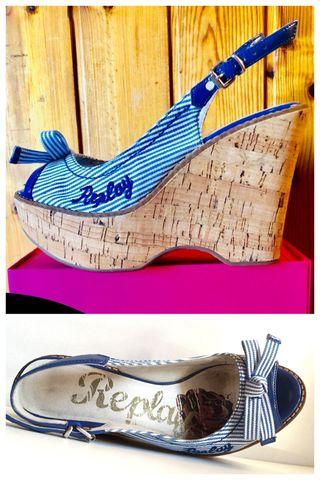 Sandalias Cuñas Replay azul y blanco rayas. Nro 37
