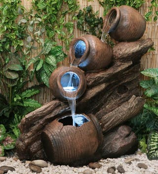 Fuente Cántaros de Agua sobre Madera - Luces LED