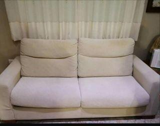 2 sofás (uno se hace cama)