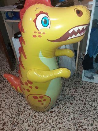 muñeco dragón hinchable