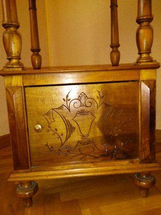 Mesilla de noche estilo Alfonsino de madera-mármol
