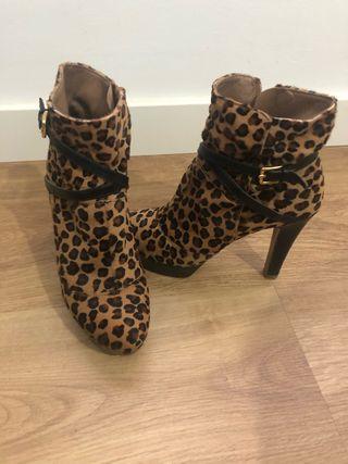 Botines de tacón Leopardo 37 Lodi.