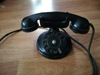 Teléfono italiano antiguo de diseño
