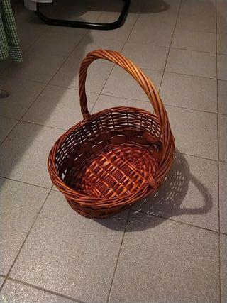 cesta, canasta, frutero de mimbre y maderita