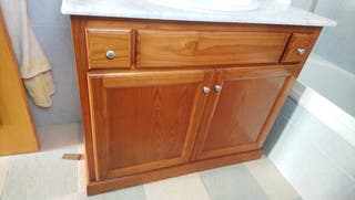 Mueble con lavabo y espejo madera