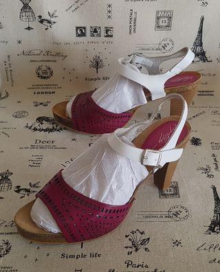 Sandalias de piel y madera Vaquetillas 39
