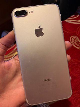 IPhone 7+ 32GB + 4 Carcasas