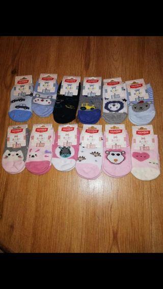 Se venden por cierre de mercería calcetines bebé