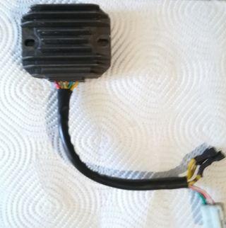 Regulador de corriente Hyosung Áquila GV 650.