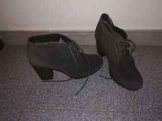 zapatos tipo botin.