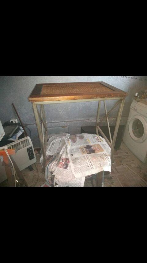 se vende mesa pequecha antigua