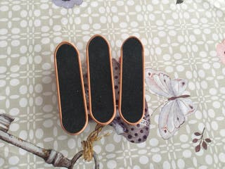 Finger-skate