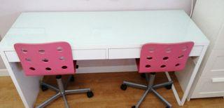 Escritorio y dos sillas