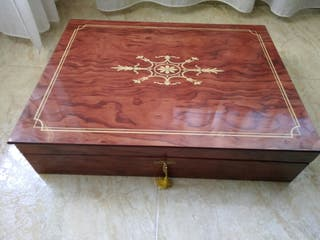 Caja maletín de madera