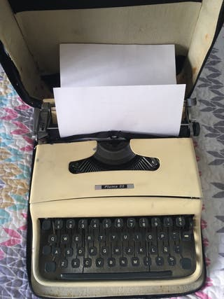 Maquina de escribir antigua