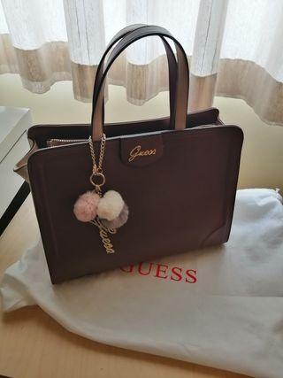 accesorio bolso Guess