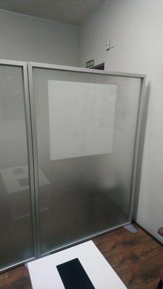 Mamparas separadoras de aluminio y cristal mateado