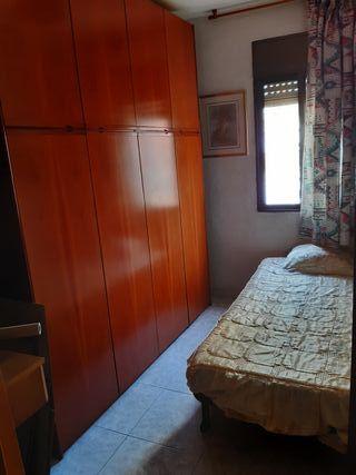 armario habitacion y cama