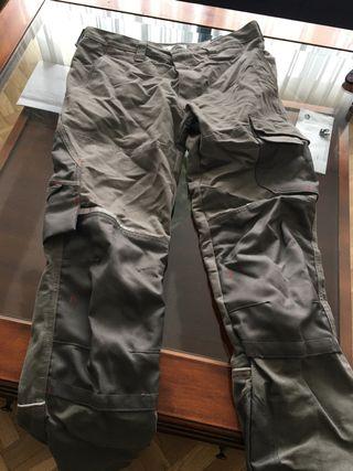 Pantalón de trabajo talla M. Multi bolsillos.